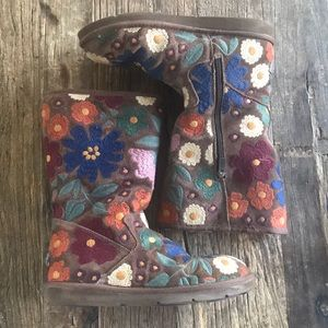 RARE UGG Wahine Floral Embroidered Boots Size 9